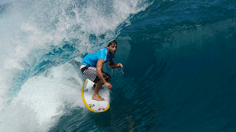 bruninho-santos-surf-teahupoo